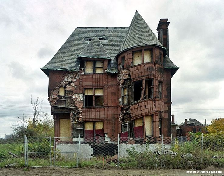 Collection of abandoned buildings in Detroit, Abandoned  on AngryBoar.com Magazine  http://www.angryboar.com/social-gallery/abandoned-buildings-in-detroit-26-7