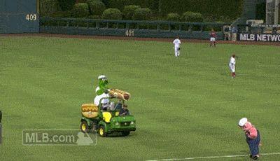 The Phillie Phanatic fired his hot dog gun at defenseless pig mascot | MLB.com