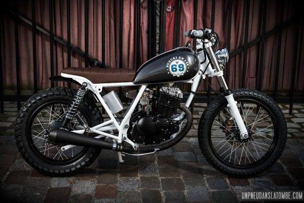 A namorada de Thomas, um customizador francês, começava a pilotar, então uma moto própria se fazia necessária. Uma moto pequena e barata e...