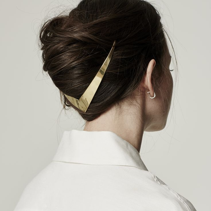 I've got to thank hairstylist extraordinaire Kristin Ess for introducing me to Lelet NY via Snapchat. Just when you think you've seen it all, designer Sara Bieler Sasson is raising the bar with her modern and refreshing take on hair accessories. Halo-like headbands are distinctively three