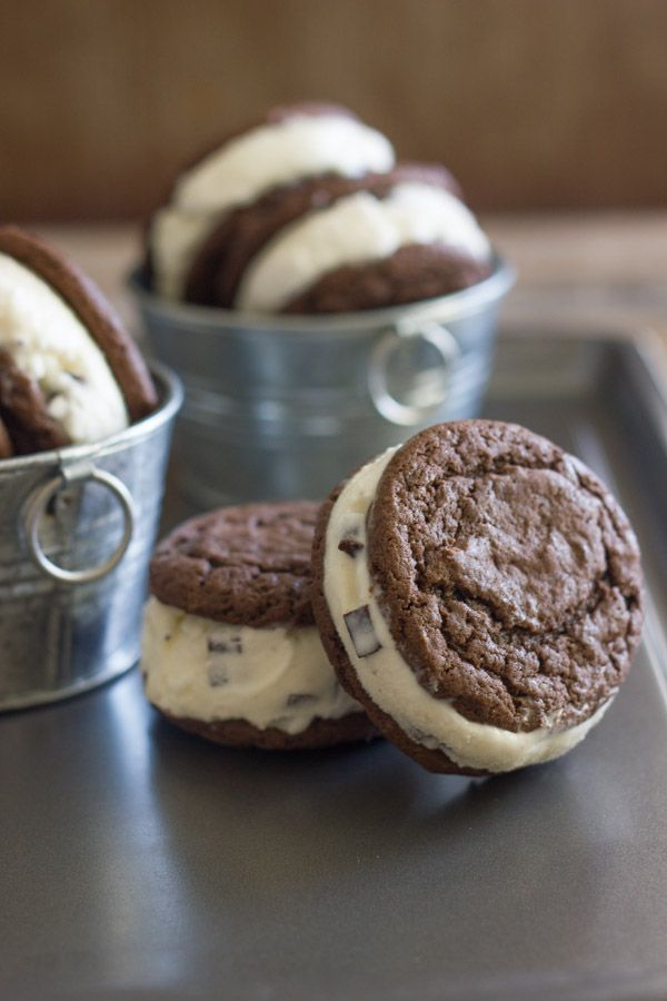 Mint Chip Oreo Ice Cream Sandwiches - Lovely Little Kitchen