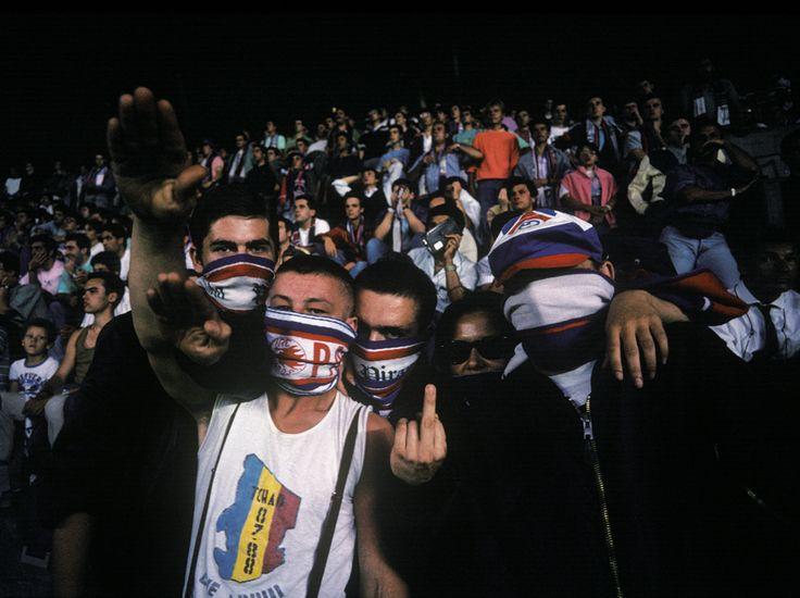 Des Gavroches du PSG, à Paris, le 17 août 1988. Nés d'une scission des Boulogne Boys, les Gavroches du PSG ont été, avec les Firebirds, à l'origine de nombreux incidents lors des matches.