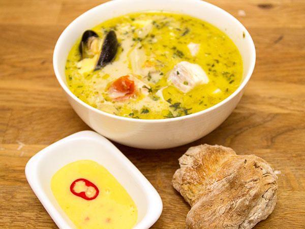Jazzfiskarens mustiga soppa med aioli och nybakt bröd
