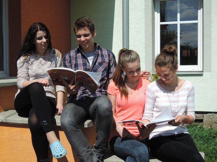 SŠCR Rožnov p.R., žáci školy. #sscr #Rožnov #Valašsko #Beskydy #management #turismus #masér #masáže #cestovka