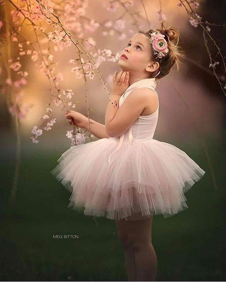 Uma princesa via ✨ @bloglarabettero ✨ para encantar seu domingo!  Foto: Meg Bitton Photography ⠀