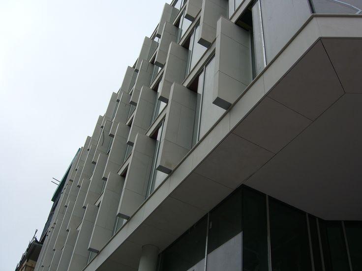 Tjuvholmen. Naturstein i fasader levert av Naturstein Montering AS