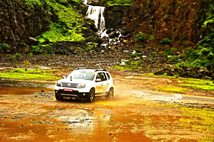 Review of Renault Duster AWD, Carwale, Courtyard Marriott and Fortune Hotel Lavasa by award winning Indian travel blogger Rutavi Mehta on Independence Day. Duster All Wheel Drive - Road tripping on Independence Day. For more details visit PhotoKatha.in