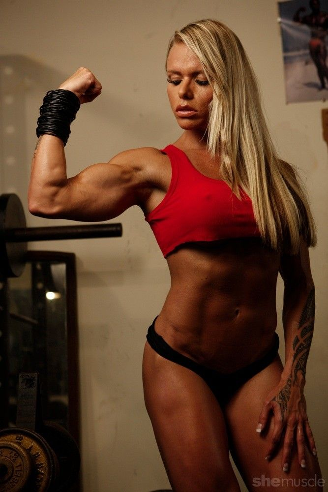 Female Form #StrongIsBeautiful #Motivation #WomenLift2 Larissa Reis