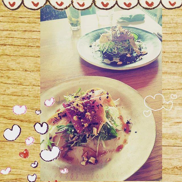 ランチの前菜💖 生野菜のシャキシャキとナッツのつぶつぶと鶏皮?のパリパリと…  食感楽しい&美味しい😋  #三重県 #mie  #カルティベイト #おしゃれ #肉 #食器 #おもしろい #独特 #松阪カフェ #創作中華 #オシャレカフェ #ディナー #幸せ #三重グルメ #倉庫カフェ #楽しい #美味しいもの #楽しい時間 #ほっとする時間 #美味しいもの好きな人と繋がりたい #フォローミー #グルメ #フォロミー #友達募集 #instagood #instafood  #delicious #happy #delicious #love
