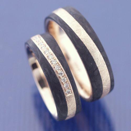 Hochzeitsringe-Trauringe-Eheringe-585-Eismatt-Apricotgold-und-Carbon-P1183263