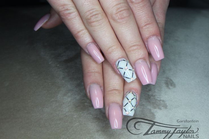 #tammytaylor #pink #pinknails #nailart #glam #girly #beauty #white #nailglam