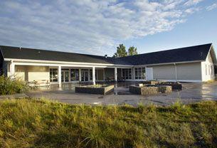 Inglewood Bird Sanctuary and Nature Centre - Calgary outdoor wedding ceremony