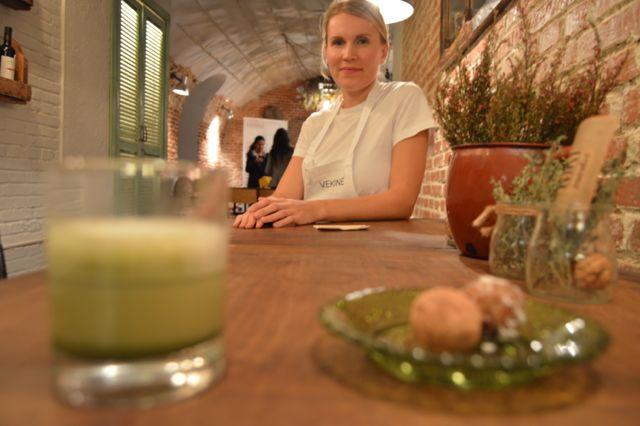 Disfrutamos mucho durante el taller que impartimos ayer en KIKI Market Madrid. Hicimos bolitas energéticas con la Pasta de Dátil SUKKARI y preparamos el latte del té verde Matcha VEKINE. Todo estaba riquísimo!  Nos vemos en el próximo taller.  #salud #saludable #healthy #dátiles #matcha #matchalatte #singluten #sinlactosa #sinazúcar