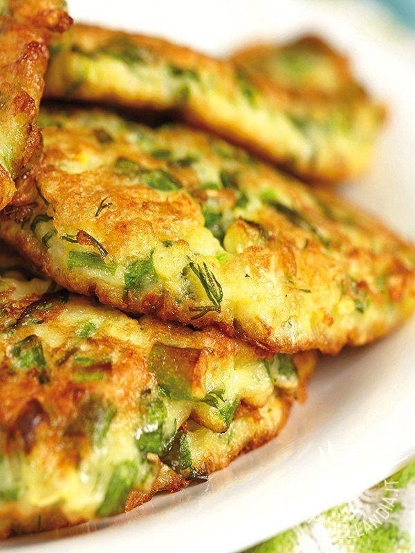 Pancakes with cheese - Pancakes con provolone affumicato e erba cipollina: una ricetta facile facile da realizzare e sfiziosa, che porta in tavola una ventata di pura allegria. #pancakesalformaggio
