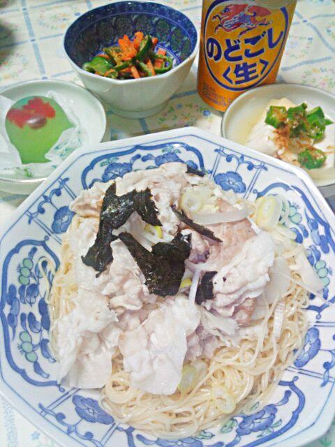 油そば風そうめん  二色豆腐のオクラ乗せ  ピーマンと人参の胡麻味噌和え  金魚の生菓子  のどごし生 - 7件のもぐもぐ - 油そば風そうめん@かどや公式レシピ by blueapplec5