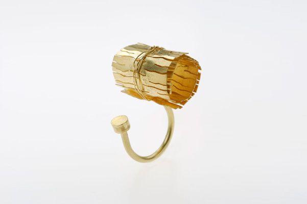 L'Età dell'Oro / the Golden Age | ring year 2007 yellow gold. Lucia Massei.
