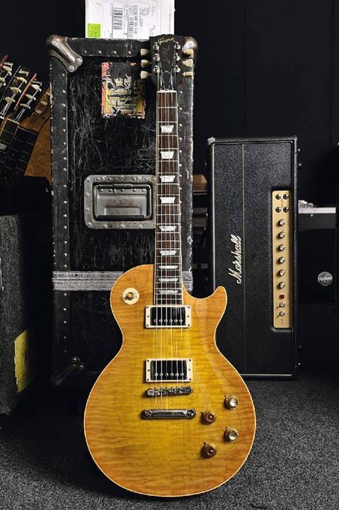 Looks like Gibson's CC #1, a replica of the most famous 1959 Les