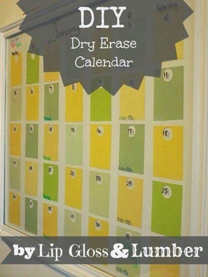 Handige kalender om iedere maand opnieuw te vullen!  Grote fotolijst, kleurstaaltjes van de bouwmarkt, en een flinke dosis creativiteit! Ik zeg... doen!  DIY Dry Erase Calendar with Paint Samples