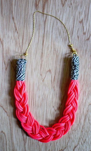 Cool braided necklace diy from Art Actually #tutorial #jewelry #rope #twine #howtoIdeas, Diy Necklaces, Art Actually, Tshirt Yarns, Jewelry, Braids Collars Necklaces, Crafts, Braids Ropes Necklaces Diy, Braids Necklaces