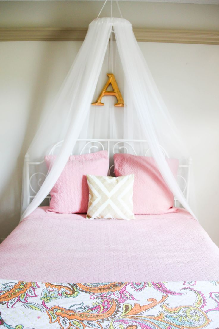 Easy DIY Girls Bed Canopy For Under $10 #girlsroomdecor #girlsroom #DIY  #bedcanopy