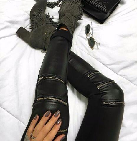 Calça cirre com ziper na perna