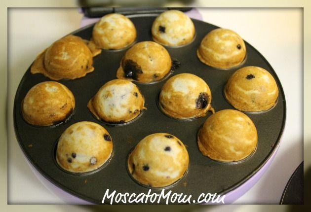 Blueberry Muffins in the cake pop machine!  Genuis! @Lynsey Jones