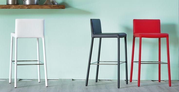 Ginger Miniforms  Design: Miniforms Lab  Stuhl komplett bezogen in Eco-Leder in div. Farben lt. Musterkarte, ist dieser einsetzbar sowohl mi Privat- wie auch Projektbereich.  Überzug:  Kunstleder  Econabuk  Größe:  43 x 45 x h 87 cm  http://www.storeswiss.com/de/prod/kategorie-stuhle/hocker/ginger-miniforms-3588.html