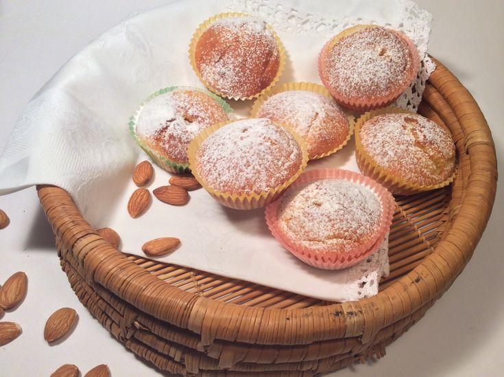 Tortine con pasta di mandorle pronta .Queste tortine di pasta di mandorle pronta sono molto morbide,profumate e adatte per la merenda dei vostri bambini