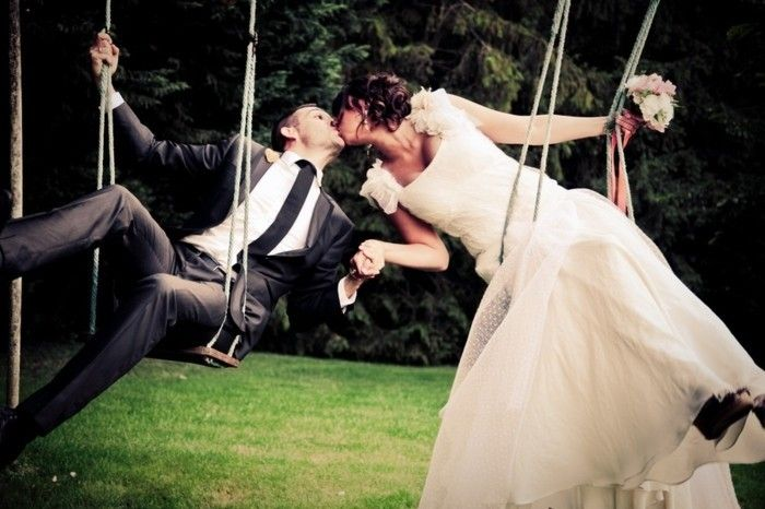 Belle couple album photo de mariage original couple sur balançoire