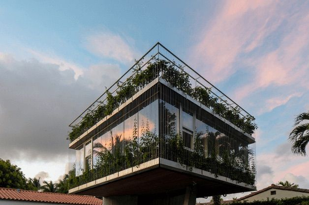 A modern Miami bungalow — with a twist!