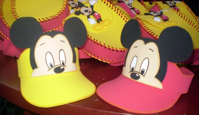Cute Mickey´foam visor caps. Do yourself looks easy!