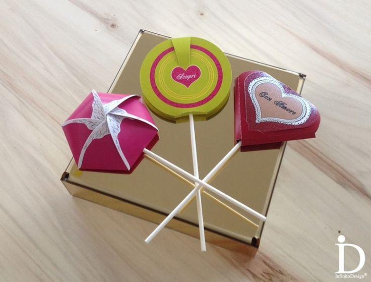 Innovativa Mensola in PLEXIGLASS ORO a SPECCHIO per un oggetto lussuoso. 3 Originali Biglietti 3D Multifunzione a forma di dolcetti (bomboniere, card, partecipazioni, allestimenti creativi). MADE IN ITALY - www.infinitodesign.it