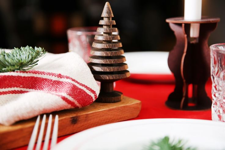 Traditional tablesetting for Christmas! Head over to Roomed for more photos - Roomed