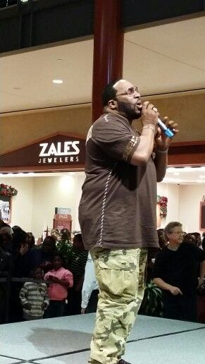 Marvin Sapp performing his new Album Christmas Card at Stonecrest Mall!