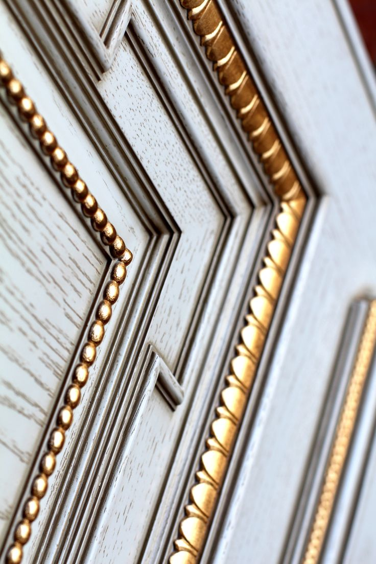 Изготовили образец межкомнатной двери по эскизам дизайн студии. Материал - дуб. Багет Ebanisteriamarelli.