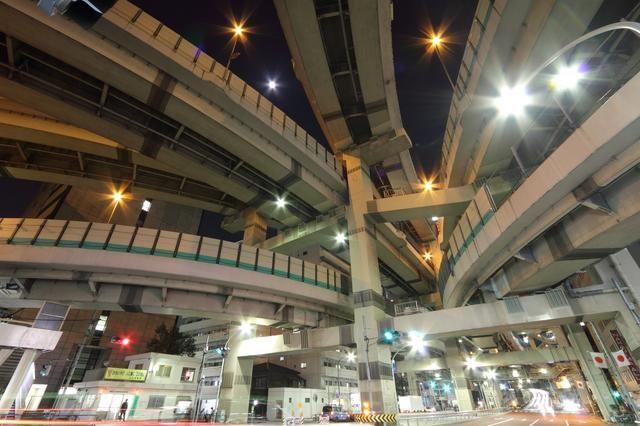 土木構造物写真「首都高速道路 箱崎ジャンクション (東京都中央区)」の紹介です。他にもたくさんの土木構造物の写真があります。