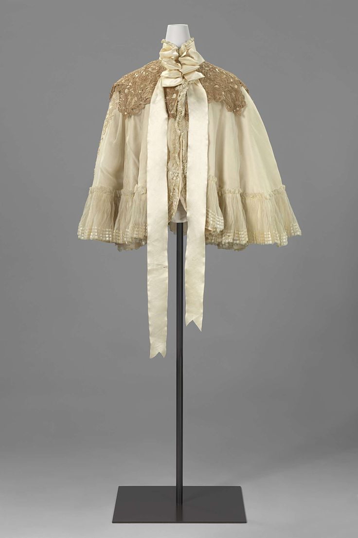Shoulder cape (<sortie>) with lace collar, Anonymous, c. 1894 - c. 1900