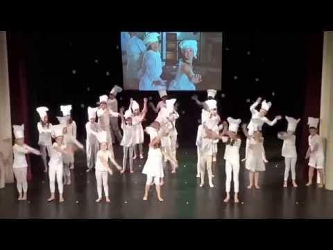 Vánoční akademie 2.D/2012 - Buchet je spousta - YouTube