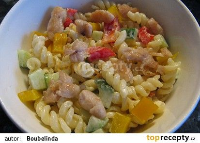 Těstovinový salát s kuřecím masem recept - TopRecepty.cz