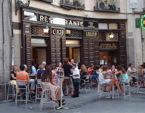 Casa Labra - Madrid. Restaurante- Taberna fundado en 1860. Aquí fundó Pablo Iglesias en la clandestinidad el Partido Socialista Obrero Español, el 2 de mayo de 1879.