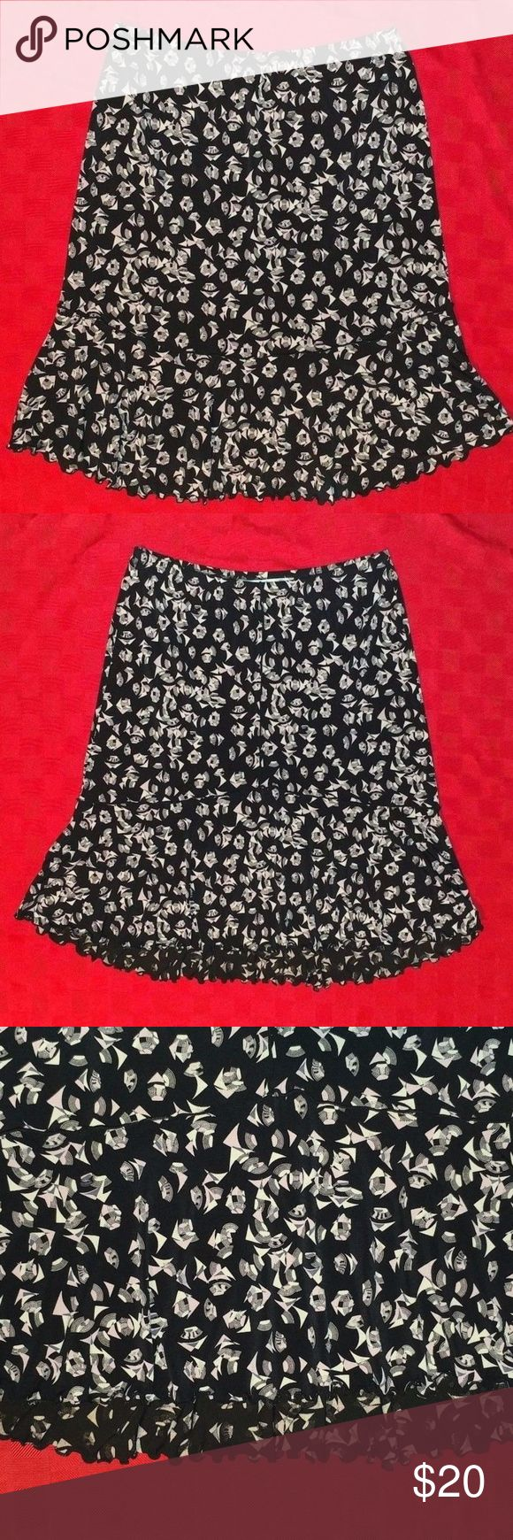 "Max Studio Trumpet Stretch Skirt Size S This is pre-owned in good condition. No holes or stains.   Waist: 29"" Length: 22"" Front & 24"" Back  BT4 Max Studio Skirts Midi"