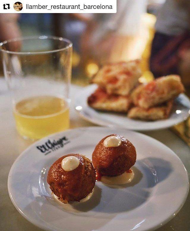 #ricorico @llamber_restaurant_barcelona  En @elchigre_barcelona podrás disfrutar de Sidra Asturiana y mucho más! Foto @foodyngbcn #elchigre #elchigre1769 #vermuteria #sidreria #bcn #elborn #barcelona #tapas #sidra #vermut #vinos #wine #cider #cocinaasturiana #cocinacatalana #cocinacreativa #franheras