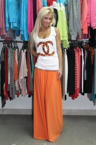 Длинная оранжевая юбка