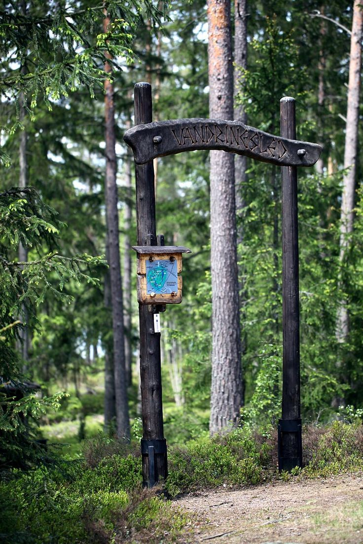 "Start of the hiking path ""Gråstensmon"", Målerås.  Starten av vandringsleden ""Gråstensmons"" i Målerås."