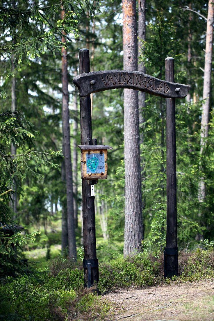 """Start of the hiking path """"Gråstensmon"""", Målerås.  Starten av vandringsleden """"Gråstensmons"""" i Målerås."""