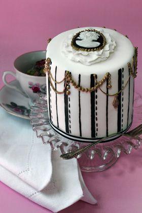 Miniature mini cameo cake