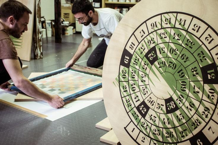 Tavoli da gioco di Esterni: una serie di tavoli modulari e reversibili, serigrafata su entrambi i lati