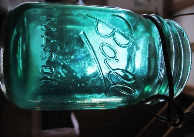 How to tutorial on how to stain mason jars. Food color, decopage glue and your oven!