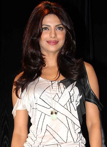 I am the heroine of Krrish 3, says Priyanka Chopra! - http://www.bolegaindia.com/gossips/I_am_the_heroine_of_Krrish_3_says_Priyanka_Chopra-gid-36022-gc-6.html
