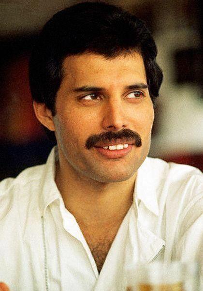¿Cuánto mide Freddie Mercury? - Altura - Real height 18f068c9d048d9631160ccbee5867d86--queen-freddie-mercury-rock-band